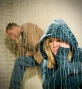 فتاة مدمنه وشاب مدمن يعانوا الأكتئاب