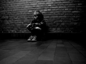 فتاه تعاني الأكتئاب