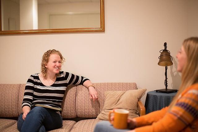 جلسة علاج مع معالجه نفسية